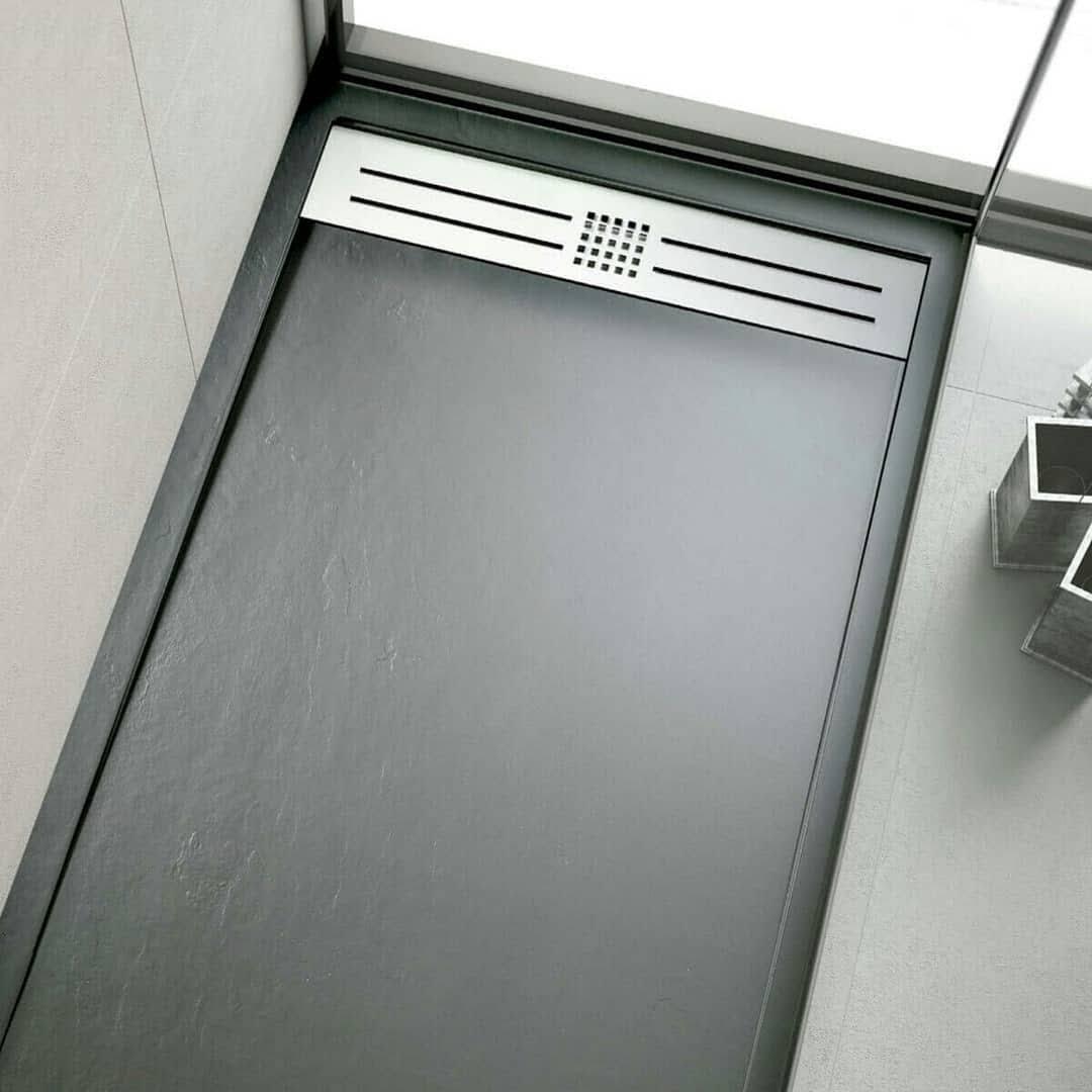 ¿Cubre el seguro una humedad por mal sellado de la válvula de la ducha?